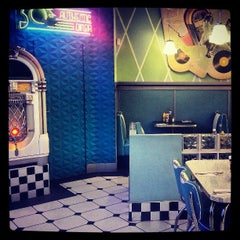 Photo taken at Yesterday American Diner by Carlos G. on 4/9/2013