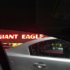 Photo taken at Giant Eagle Supermarket by Gwen P. on 2/20/2013