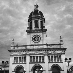 Photo taken at Santa Cruz Church (วัดซางตาครู้ส) by Dudsadee A. on 7/18/2015