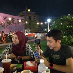 Photo taken at Ling Loong Seafood No. 6 Topspot by Abang Muhammad N. on 12/6/2014