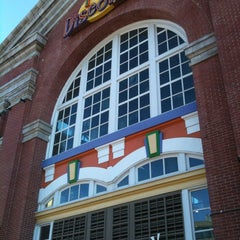 Photo taken at Port Discovery Children's Museum by Heidi M. on 11/17/2012