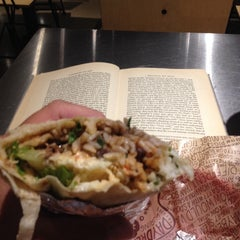 Photo taken at Chipotle Mexican Grill by JAY G. on 9/25/2014