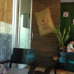 Photo taken at Doi Chaang Coffee by Sachiko.S on 9/14/2014