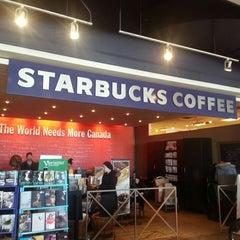 Photo taken at Starbucks by 뿌라연 킴. on 2/17/2013