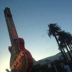 Photo taken at Hard Rock Cafe Las Vegas at Hard Rock Hotel by Nathaniel B. on 5/24/2013