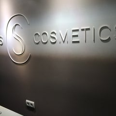 Photo taken at Skins Cosmetics by Diego S. on 9/29/2014