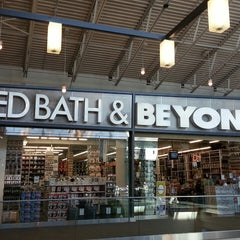 Photo taken at Bed Bath & Beyond by Fernando R. on 4/8/2013