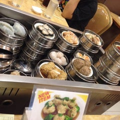 Photo taken at King Bee Chinese Restaurant by Candyd S. on 10/18/2014