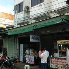 Photo taken at ตลาดสัตหีบ (Sattahip Market) by Eing E. on 5/20/2014
