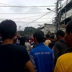 Photo taken at Pasar Cinde by Anni5aa P. on 7/20/2014