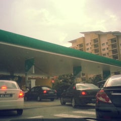 Photo taken at PETRONAS Station by Rasli R. on 11/1/2013