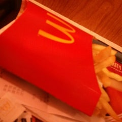 Photo taken at McDonald's by Helven on 2/9/2013