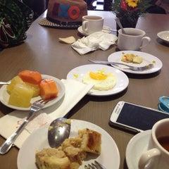 Photo taken at Azalea Restaurant by irwan y. on 8/9/2015