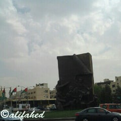Photo taken at 7th Traffic Lights | إشارات السابع by Ali A. on 9/29/2012