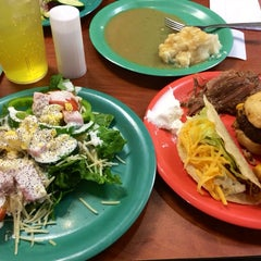 Photo taken at Golden Corral by Myron B. on 12/28/2013