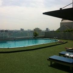 Photo taken at Bangkok Cha-da Hotel (โรงแรมบางกอกชฎา) by Андрей on 10/22/2012