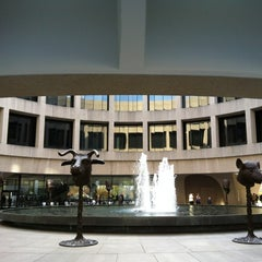 Photo taken at Hirshhorn Museum and Sculpture Garden by Guzel G. on 11/10/2012