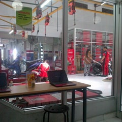 Photo taken at Agung Motor Yamaha by Fitria C. on 11/9/2012