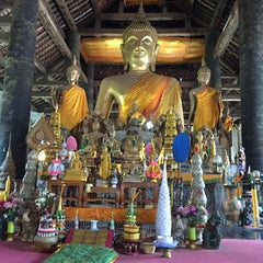 Photo taken at Wat Visuonnaradh by Anosith B. on 5/1/2015