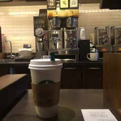 Photo taken at Starbucks by Beatriz C. on 3/26/2014