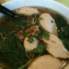 Photo taken at Home Made Fish Head Noodles by Sharron C. on 12/25/2012