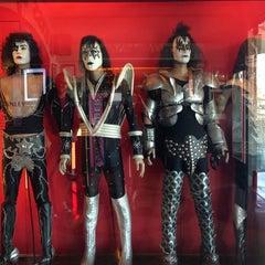 Photo taken at Hard Rock Cafe Las Vegas at Hard Rock Hotel by Charlene on 10/21/2013