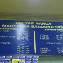 Photo taken at Martabak Bandung 999 by Oscar O. on 4/27/2014