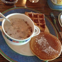Photo taken at La Laguna Restaurant & Lounge by Herman C. on 11/26/2012