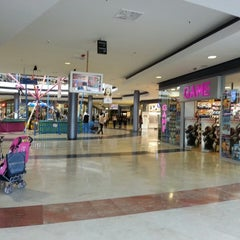 Photo taken at Centro Comercial Los Alcores by Mery Laura M. on 3/1/2013