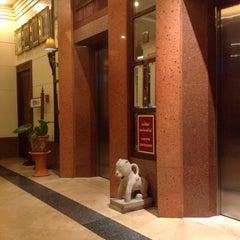 Photo taken at โรงแรมกานต์มณี พาเลซ (Karnmanee Palace) by คม ท. on 1/17/2015