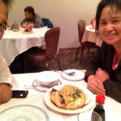 Photo taken at Pearl Garden Restaurant by Douglas L. on 11/8/2012