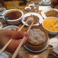 Photo taken at Beijing Dumpling by Estratosfera C. on 8/2/2015