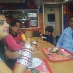 Photo taken at Nirula's by Mohit R. on 11/4/2012