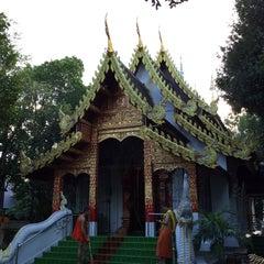 Photo taken at วัดพันแหวน (Wat Phan Waen) by YURI ~. on 9/11/2015