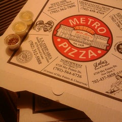 Photo taken at Metro Pizza by Valeria H. on 11/2/2012