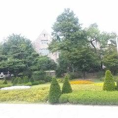 Photo taken at 이화여자대학교 포스코관 (Ewha Womans University POSCO Building) by Jangyul K. on 7/14/2014