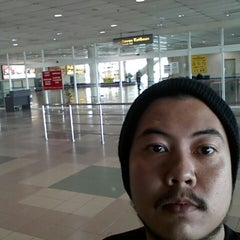 Photo taken at Arrival Hall by Ismahadi I. on 3/31/2013
