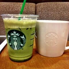Photo taken at Starbucks (สตาร์บัคส์) by Khun ⒶⓄⓂ ja ♩♪♫ on 9/20/2012