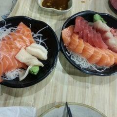 Photo taken at Kuru Kuru Japanese Restaurant by Ramazan T. on 8/2/2014