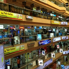 Photo taken at Mangga Dua Mall by Johanes H. on 1/26/2013