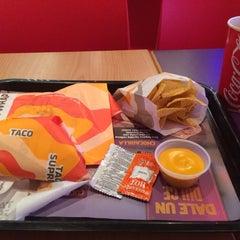 Photo taken at Taco Bell (Alameda Principal) by Fernando B. on 8/21/2014