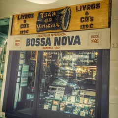 Photo taken at Toca do Vinícius by Thais V. on 4/3/2014