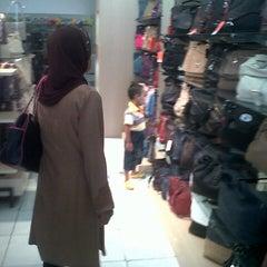 Photo taken at Toko Tas Elizabeth by auliaali53 on 12/6/2012