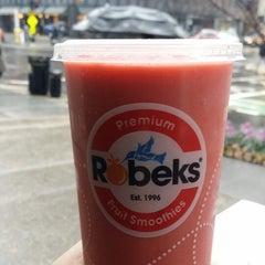 Photo taken at Robeks Fresh Juices & Smoothies by Jason W. on 1/10/2014