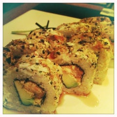 Photo taken at Sushi Roll by Ricardo Mendez T. on 9/27/2012
