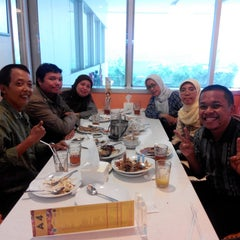 Photo taken at D'Cost Seafood by Wirawan A. on 6/26/2014