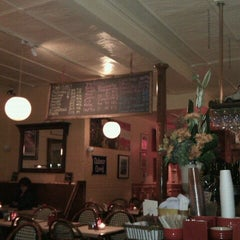 Photo taken at Le Grainne Cafe by Oriol P. on 11/20/2012