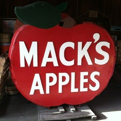 Photo taken at Mack's Apples by Patrick G. on 10/8/2012