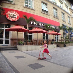 Photo taken at Highlands Coffee by misr02 on 5/17/2015