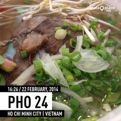 Photo taken at Phở 24 @ Vincom Center B by Aoi T. on 2/22/2014